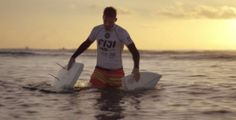 """Partner of the ASP World Tour, Samsung decided to highlight the beauty of the surf in a beautiful advertising involving several professional surfers like Kelly Slater, Mitch Crews or Gabriel Medina. Beautiful pictures gathered under the name of """"Everyday Day is Day One"""" directed by Mark Molloy with the Dutch agency 72andSunny ."""