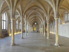 Sur les pas d'un ancien collège de moines cisterciens miraculeusement préservé pour le plus grand bonheur des Parisiens...