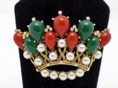 CROWN TRIFARI Vintage Kashmir 1960's Cabochon Pearl Crown Brooch | The House of Beccaria