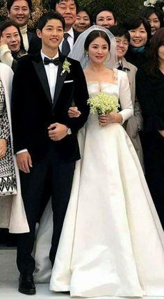 Song Joong-ki and Song Hye-kyo Song Joong, Song Hye Kyo, Korean Celebrities, Korean Actors, Celebs, Bridal Wedding Dresses, Wedding Pics, Descendants Of The Sun Wallpaper, Soon Joong Ki
