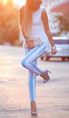 baby blue and white striped jeans. I would rock the FUCK out of those jeans. Beauty And Fashion, Look Fashion, Passion For Fashion, Womens Fashion, Teen Fashion, Mode Style, Style Me, Foto Top, Stripped Pants
