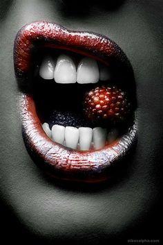 Lusty Textured Lips : Nikos Vasilakis