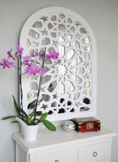 Imagen de Celosía con espejo Tv Wall Design, Ceiling Design, Small Furniture, Deco Furniture, Middle Eastern Decor, Moroccan Mirror, Hall Mirrors, Tableau Design, Islamic Decor
