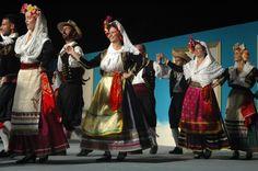 Χορευτική παρουσίαση του Μουσικοφιλολογικού Ομίλου «Ορφέας» Λευκάδας στο 49ο Διεθνές Φεστιβάλ Φολκλόρ Λευκάδας, 14-21 Αυγούστου 2011. Φωτορεπορτάζ του Νίκου Ζαβιτσάνου [Lefkas International Folklore Festival http://liff.gr/]