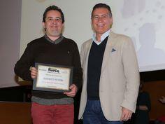 Máximo Ariza, de la DPZ, entrega el premio al Mejor Menú de 25 euros y Mejor Restaurante de la Provincia a Río Piedra.