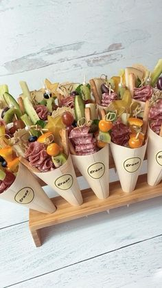 Charcuterie Recipes, Charcuterie And Cheese Board, Charcuterie Wedding, Charcuterie Gifts, Meat Cheese Platters, Charcuterie Display, Cheese Boards, Snacks Für Party, Appetizers For Party