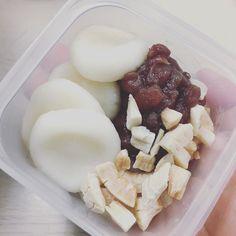 snack time with portion control  mochi with Hokkaido azumi beans and coconuts  . 食べる量を意識したおやつタイム 白玉団子と北海道産あずきにココナッツ . #snacktime #portioncontrol #mochi #azuki #coconuts #wellnessjourney #onairpersonality #partymc #hulagirl #selfdiscoveryjourney #sapporo #hokkaido #hawaii #aloha #ハワイ #アロハ #札幌 #北海道 #ラジオdj #司会者 #マッサージセラピスト #鍼灸師 #通訳 #ライター#フラガール #ロコガール