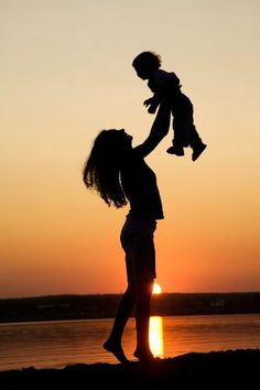 Mother and Child Silhouette Mother And Child Pictures, Mother And Child Drawing, Mother Art, Mother And Baby, Joker Hd Wallpaper, Cute Wallpaper Backgrounds, Cute Wallpapers, Mommy And Son, Mom Son