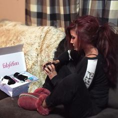 Chelsea Houska- love her hair! Cute Hair Colors, Fall Hair Colors, Hair Color Purple, Mom Hairstyles, Pretty Hairstyles, Hairdos, Love Hair, Gorgeous Hair, Chelsea Houska Hair Color