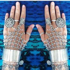 Combine, pulseiras, braceletes e anéis, veja esses e muito mais no site da Hazine Acessórios: www.hazineacessorios.com.br . Você vai adorar as possibilidades!!!!!