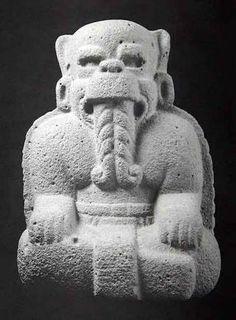 La escultura Olmeca Descripción: Los animales más representativos son el jaguar, el mono, la serpiente y las aves de rapiña.