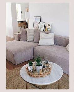 Deze nieuwe versie van bank Blok bekleed met roze corduroy heeft een opbouw van dennen en agglomeraat met twee lagen schuim. Dit bijgewerkte design voegt de brede Franse naad toe om het contour van de bank heen. #bank #hoekbank #loungebank #couch #sofa #corduroy #woonkamer #zithoek #living #interieurinspiratie #interiorinspiration #woonstyling Kave Home, Deep Sofa, Couch Cushions, Living Room Decor, Deep Loveseat, Couch Decor, Large Sectional Couch, Deep Couch, Deep Seated Couch