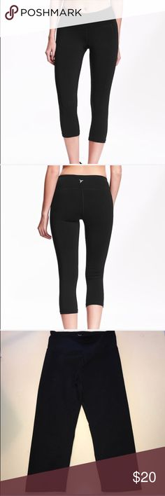 🆕 Listing - 3/4 length workout pants ❌No trades  - ❌ ALL sales are final 💗Be courteous no low balls 💌Reasonable offers accepted 📦 Ships out same day or next - depending what time of day you ordered ⬇️Have a question? Leave a comment 😀  Product Info📝 🔗Color: Black  🔗Style: Workout Capri Pants - 3/4 length 🔗No damage Old Navy Pants Track Pants & Joggers