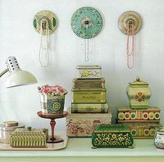 Vintage tin collection lids repurposed as necklace hooksI collect these so Love this idea! What a beautiful display! Vintage Tins, Vintage Love, Vintage Decor, Estilo Shabby Chic, Flea Market Style, Trash To Treasure, Jewellery Display, Retro, Decoration