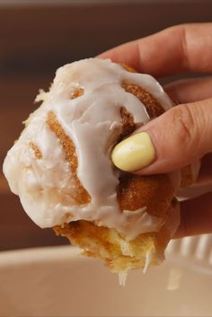 Pumpkin Pie Bombs are the greatest dessert if you want to enjoy the taste of the creamy pumpkin filling and cinnamon sugar topping. Fall Desserts, Just Desserts, Delicious Desserts, Dessert Recipes, Yummy Food, Trifle Desserts, Thanksgiving Desserts, Chef Recipes, Recipies