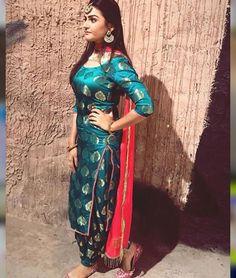Gorgeous lady wearing a Beautiful suits WhatsApp us for Purchase & Inquiry : Buy Best Designer Collection from by Patiala Suit Designs, Kurta Designs Women, Kurti Designs Party Wear, Punjabi Salwar Suits, Patiala Salwar, Patiala Dress, Anarkali, Lehenga, Punjabi Fashion