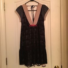 "Free People dress/tunic Black dress/tunic. I've worn twice...once with bare legs and once with jeans, looked great both times! There is so much detail in this piece, it's just gorgeous! Length from underarm is 25"". Free People Dresses Mini"