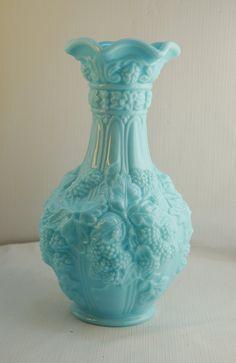Imperial Glass Milk Blue Loganberry 10 Vase par ForeverCreative1, $18.00
