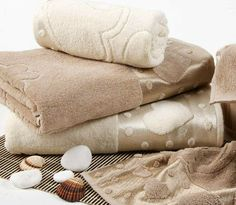 In this article, the most beautiful bath towels with you. Bath towels give a soft touch at your skin in the bathroom after a nice bath. A nice shower relaxes people. Then we established with soft bath towel.