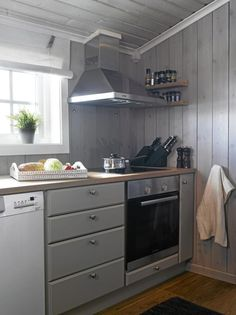 Chalet in Norway Cabin Kitchens, Lake Cabins, Winter House, Kitchen And Bath, Kitchen Cabinets, Paneled Walls, Home Decor, Norway, Parents