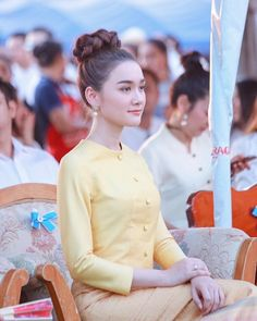 Myanmar Traditional Dress, Thai Traditional Dress, Traditional Dresses Designs, Myanmar Dress Design, Thailand Fashion, Thailand Adventure, Thai Dress, Thai Style, Koh Tao