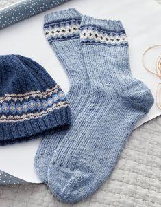 SOCKEN Meilenweit – knitting socks – Knitting for Beginners Beginner Knitting Projects, Knitting For Beginners, Knitting Videos, Easy Knitting, Knitting Socks, Knitting Patterns, Colorful Socks, Baby Socks, Sock Yarn