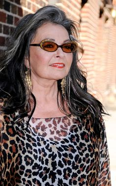 Roseanne Barr gray hair, she looks the best she ever been!This Lady puts it on the line, then boots it for a 2 point goal.