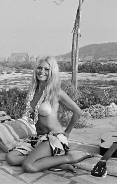 Brigitte Bardot in Saint-Tropez in July Photos by Jean-Pierre Bonnotte. - Brigitte Bardot in Saint-Tropez in July Photos by Jean-Pierre Bonnotte. Brigitte Bardot, Bridget Bardot, Hollywood Icons, Golden Age Of Hollywood, Classic Hollywood, Old Hollywood, Hollywood Glamour, Saint Tropez, Des Femmes D Gitanes