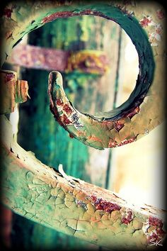 to rust A little shameless self-promotion. I love taking pictures of old and rusty things :)A little shameless self-promotion. I love taking pictures of old and rusty things :) Foto Macro, Rust Never Sleeps, Rust In Peace, Peeling Paint, Rusted Metal, Wabi Sabi, Textures Patterns, Color Inspiration, Old Things