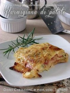 Baked potato parmigiana, easy and delicious, a safe … – Meat Foods Ideas I Love Food, Good Food, Yummy Food, Vegetable Dishes, Vegetable Recipes, Batata Potato, Potato Dishes, Italian Recipes, Food Inspiration