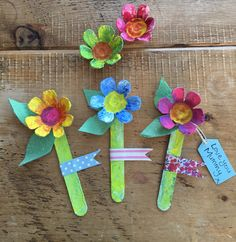 Mother's Day egg box flowers craft  These gorgeous egg box flowers are really simple and easy to make in 6 steps and are ideal to give to mothers, grandmothers or carers on Mother's day.