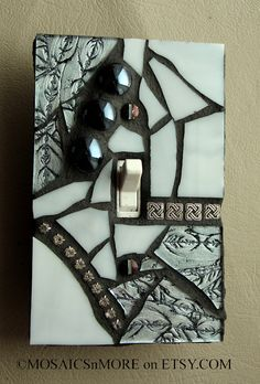 Silver and Shiny Mosaic Light Switch Cover Wall by MOSAICSnMORE Peças pequenas