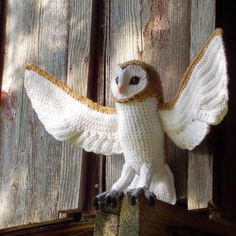 Soren the Barn Owl - free crochet pattern found over at Great Grey Crochet.  Pretty amazing!
