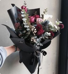 How To Wrap Flowers, Fresh Flowers, Beautiful Flowers, Black Flowers, Pink Flowers, Hand Bouquet, Design Floral, Flower Aesthetic, Arte Floral