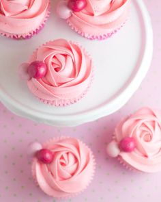 Lovely - Just for the pic though, the blog is in Spanish.  But consider doing rose-style frosting on cupcakes