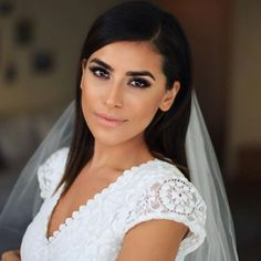 The Do This, Get That Guide On Bridal Makeup for Brown Eyes Loading. The Do This, Get That Guide On Bridal Makeup for Brown Eyes Bridal Makeup For Brown Eyes, Bridal Makeup For Brunettes, Bridal Hair And Makeup, Bride Makeup, Hair Makeup, Eye Makeup, Wedding Hair Tips, Wedding Makeup Tips, Natural Wedding Makeup