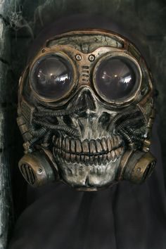 Steampunk Froggle Full Face Skull Gas mask..... haha chemo manufacturing here i come