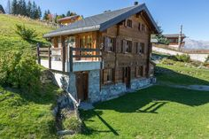 Find out How is the Most Relaxing Place in the World ! This Property in the Mountains is a Good Exemple. Learn more on our Website ! Relaxing Places, Swiss Alps, Switzerland, Objects, Real Estate, Cabin, Mountains, Website, Architecture