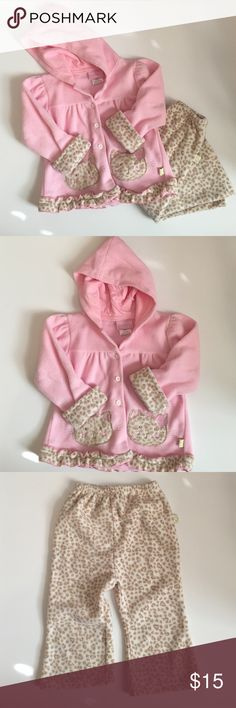 Pink/Brown Kitty Cat Print Fleece Set This adorable set comes in two pieces. The first piece is a fleece pink hoodie with buttons down the front and kitty cat embellishment on the front. The sleeves can be rolled up or down and has a ruffle hemline. The pants are fleece with an elastic waist band. All you need is a T-shirt underneath and she's all set and ready to go! Duck Duck Goose Matching Sets