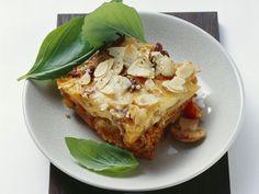 Kartoffel-Hack-Gratin mit Mandeln | http://eatsmarter.de/rezepte/kartoffel-hack-gratin-mit-mandeln