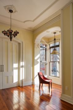 Victorian and Gothic interior design pictures Brooklyn New York Victorian interior apartment Brownstone Interiors, Victorian House Interiors, Victorian Style Homes, Victorian Farmhouse, Victorian Design, Victorian Gothic, Modern Victorian Decor, Gothic Lolita, Interior Design Pictures