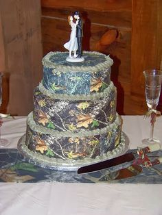 The cutest Camo wedding cake designs