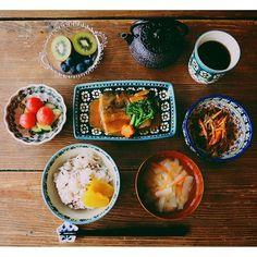 magnolia_cottage朝っぱらから#鯖味噌定食 ❤️ 見えてないけど、ごはんは#大根めし 「おしん」の世界〜✨ #food #foodie #foodporn #instafood #japanese #JapaneseFood #HealthyFood #breakfast #vsco #vscocam #vscofood #PolishPottery #おうちごはん #朝ごはん #朝食 #アメリカで和食 #かおり飯 #残り物ごはん #暮らし #ポーリッシュポタリー #南部鉄器 #無断転載禁止