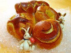 La cuzzupa è un dolce tipico calabrese del periodo pasquale, haorigini orientali e simboleggia la fine del digiuno di quaresima. L'uovo è il simbolo della resurrezione di Gesù Cristo. 200 g …