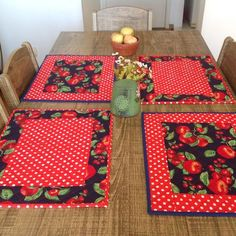 Amerikanisches Spiel, hergestellt in Patchwork, strukturiert mit Decke vorgewaschener Sto… – Decoração Geométrica Table Runner And Placemats, Table Runner Pattern, Quilted Table Runners, Pinterest Patchwork, Quilting Projects, Sewing Projects, Home Crafts, Diy And Crafts, Christmas Placemats
