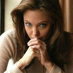 Angelina Jolie  Sen APTALI, DEVLER GIBI GÜCLÜ HALLERDE...  BIR DE SEVILSEYDIN:))))))))