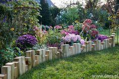 Drewniana palisada ogrodowa