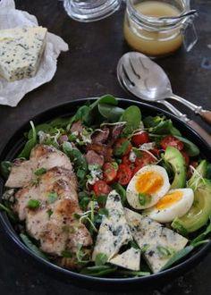 One pot wonder - lettvint gryterett - Mat På Bordet Breakfast Enchiladas, One Pot Wonders, Quesadilla, Cobb Salad, Food And Drink, Lunch, Chicken, Bacon, Quesadillas