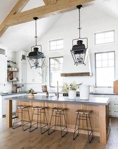Here are the Farmhouse Chic Kitchen Decor Ideas. This post about Farmhouse Chic Kitchen Decor Ideas was posted under the … Modern Farmhouse Kitchens, Farmhouse Kitchen Decor, Home Decor Kitchen, New Kitchen, Cool Kitchens, Kitchen Ideas, Kitchen Inspiration, Kitchen Designs, Farmhouse Style