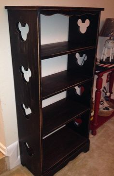 mickey bookshelf for your books or disney merch Casa Disney, Disney Diy, Disney Crafts, Disney Stuff, Disney Dream, Disney Movies, Mickey Mouse House, Mickey Mouse Kitchen, Disney Furniture